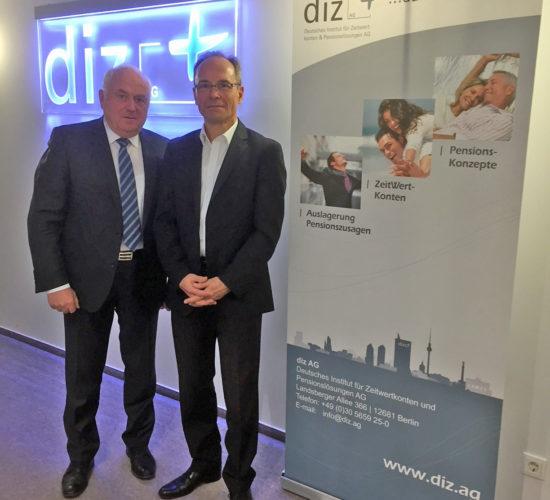 Harmonischer Gesprächsverlauf: DSTV-Präsident Harald Elster und diz-Vorstand Thorsten Kircheis auf einer Wellenlänge zur Auslagerung von Pensionszusagen. (Foto: diz AG)