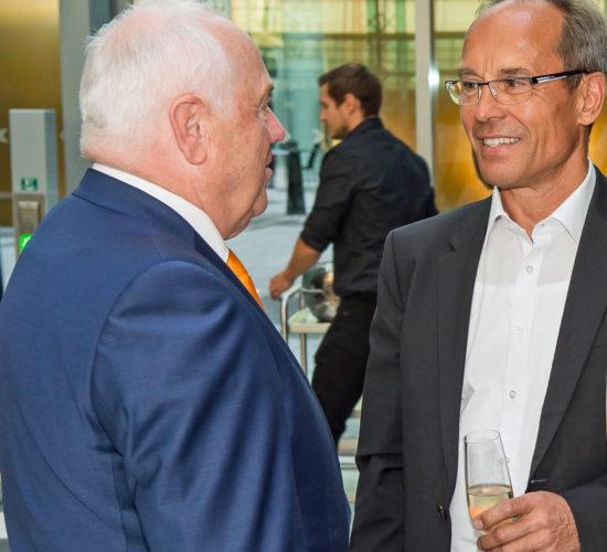 Empfang zum Auftakt des Deutschen Steuerberatertags 2018 am 07.10. 2018 in Bonn: DStV-Präsident Harald Elster (links) begrüßt diz-Vorstand Thorsten Kircheis